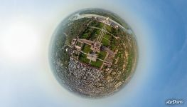 Above the Great Gate (Darwaza-i Rauza). Planet