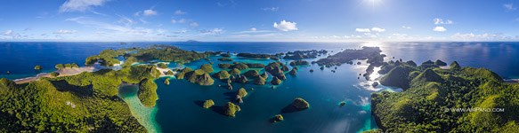 Wayag islands, Raja Ampat, ultra high resolution panorama (30119x7751 px)