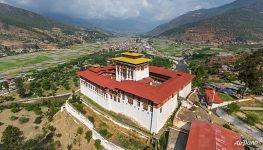 Above the Rinpung Dzong