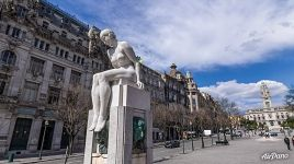 "Statue ""Naked Girl – The Youth"" on the Avenue of the Allies"