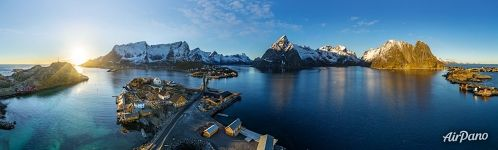 Calm water in Reine