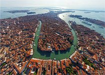 Venice, Over the main channel