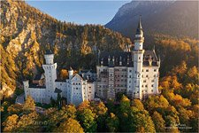 Germany, Neuschwanstein Castle, autumn colors https://neuschwanstein.de/