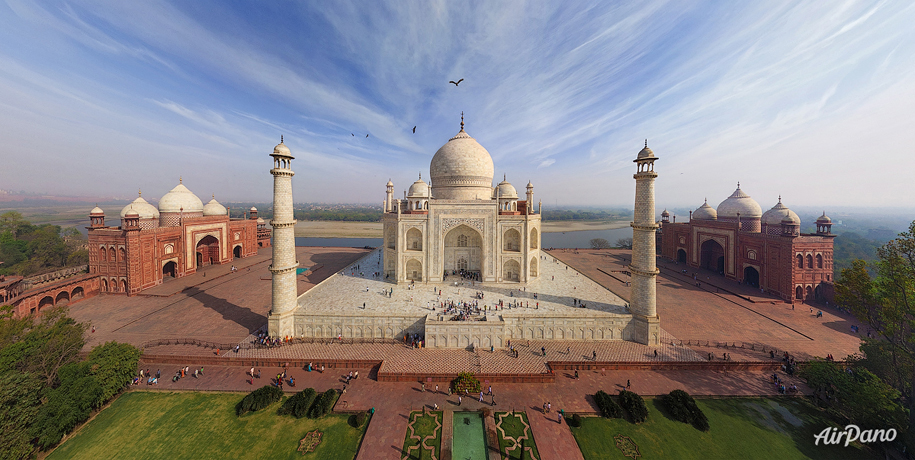 Unique photo of the Indian Taj Mahal from above