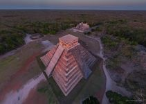 Mexico, Chichen Itza, Temple of Kukulcan in the last rays of the sun