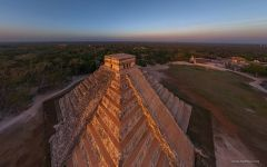 Mexico, Chichen Itza, Temple of Kukulcan at dawn