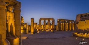 Peristyle of the Luxor Temple at night