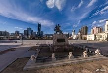 Chinggis Square, Sukhbaatar Monument