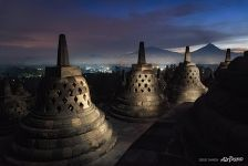 Stupas in the darkness