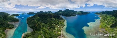 Between the islands Huahine-Nui and Huahine-Iti