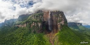 Panorama of Angel Falls (20775x10225 px)