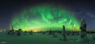 Panorama with the northern lights. Riisitunturi National Park