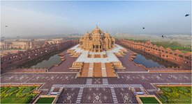 Akshardham, The main entry