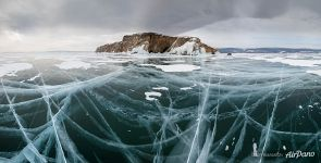 Panoramas of ice cracks near cape Zama