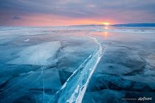 Sunrise, ice crack at Maloe more straight