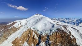 Elbrus, view from the west over the glacier Kukurtlu